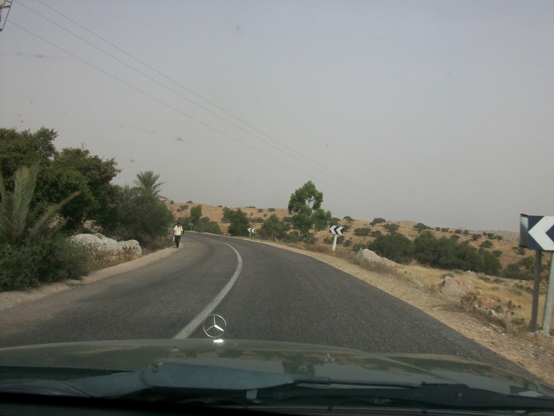 En route vers le sahara, avec ma Mercedes!  100_3522
