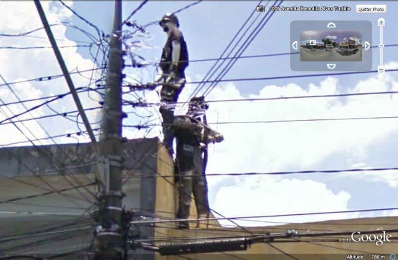 STREET VIEW : Homme armé sur un toit Sao Paulo, Brésil Flic_b10