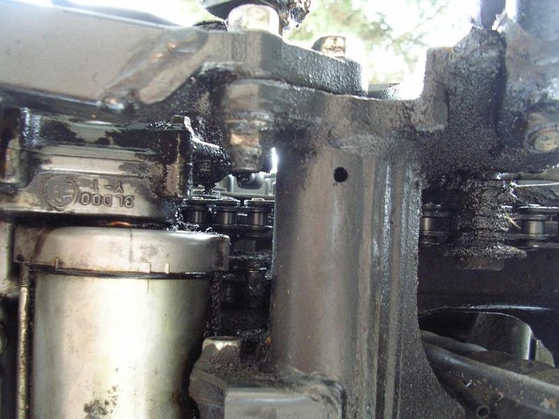 Fuite d'huile au niveau du démareur Dessou10