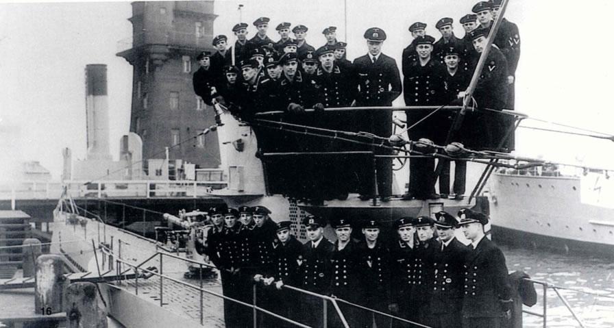 La guerre sous-marine et de surface 1939 - 1945 - Page 36 10210