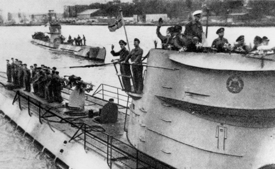 La guerre sous-marine et de surface 1939 - 1945 - Page 66 123_ki19