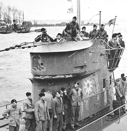 La guerre sous-marine et de surface 1939 - 1945 - Page 63 124_ki10