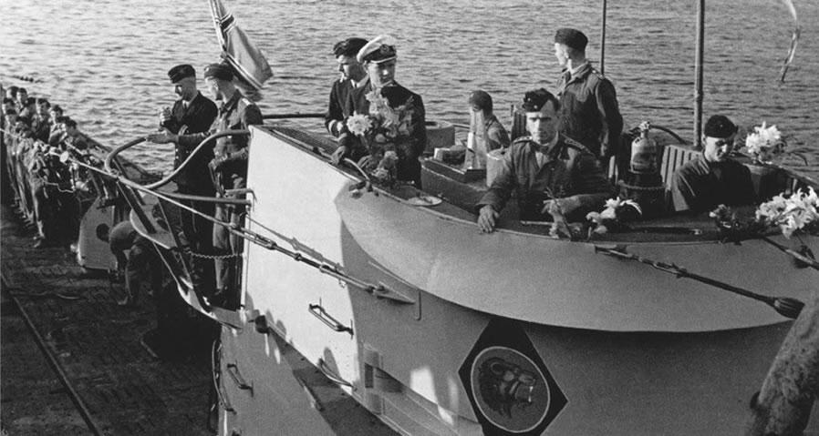 La guerre sous-marine et de surface 1939 - 1945 - Page 12 66-211