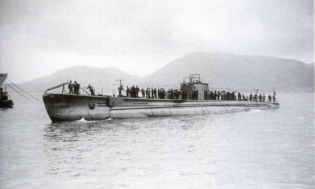 La guerre sous-marine et de surface 1939 - 1945 - Page 65 Ambra_10