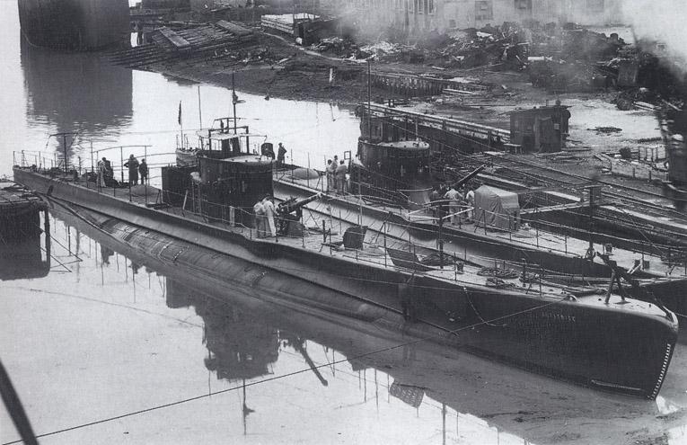 La guerre sous-marine et de surface 1939 - 1945 - Page 63 Anfitr10