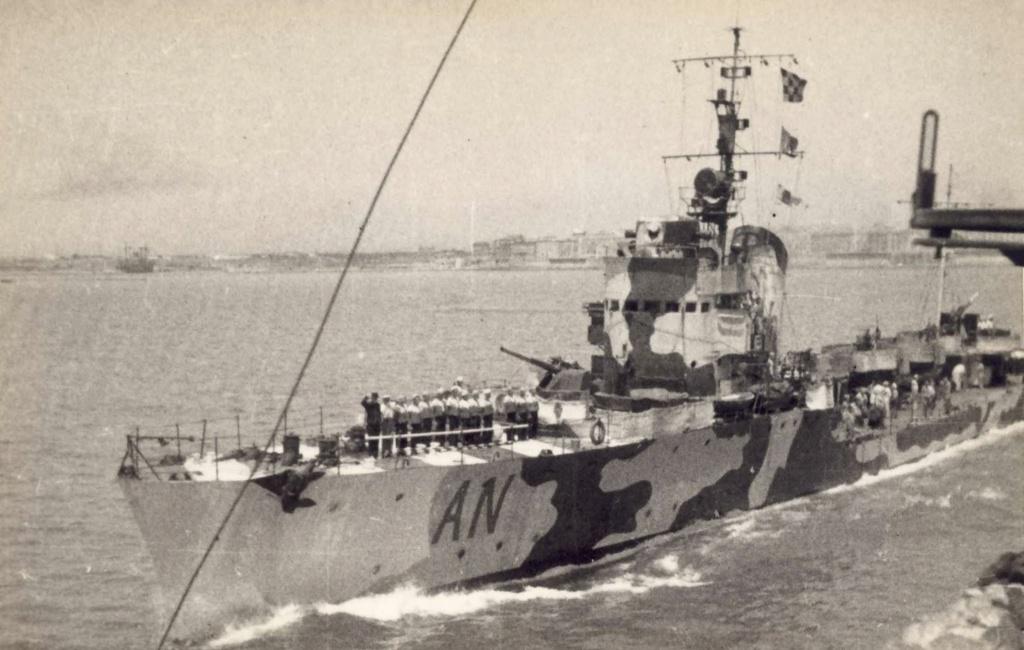 La guerre sous-marine et de surface 1939 - 1945 - Page 56 Antare10
