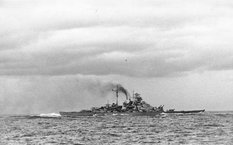 La guerre sous-marine et de surface 1939 - 1945 - Page 70 Bismar10