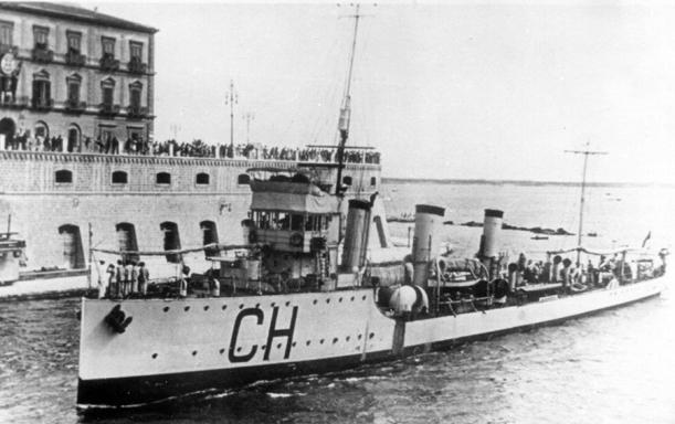 La guerre sous-marine et de surface 1939 - 1945 - Page 65 Chinot10