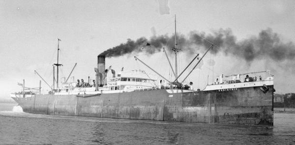 La guerre sous-marine et de surface 1939 - 1945 - Page 66 Corint10