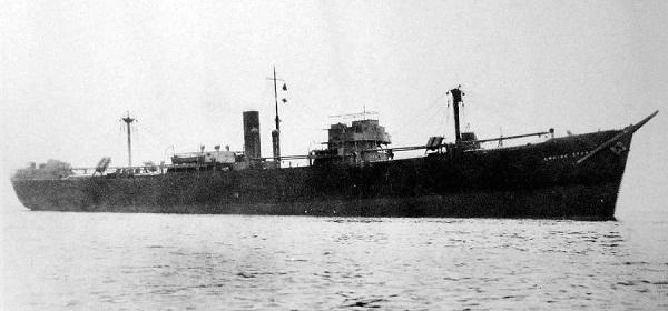 La guerre sous-marine et de surface 1939 - 1945 - Page 70 Empire21