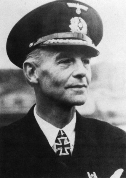 La guerre sous-marine et de surface 1939 - 1945 - Page 39 Hellmu10