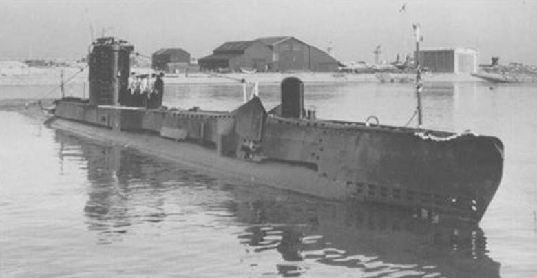 La guerre sous-marine et de surface 1939 - 1945 - Page 62 Hms-up10