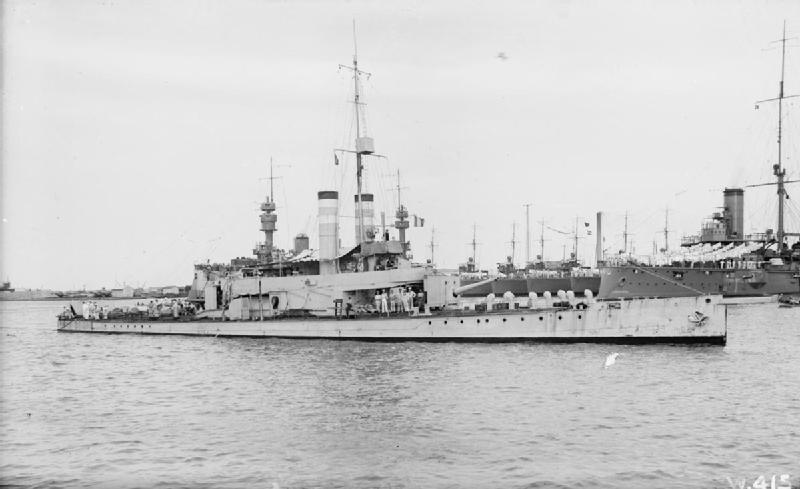 La guerre sous-marine et de surface 1939 - 1945 - Page 2 Ladybi10
