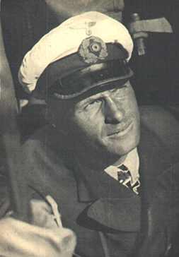 La guerre sous-marine et de surface 1939 - 1945 - Page 54 Lueth212