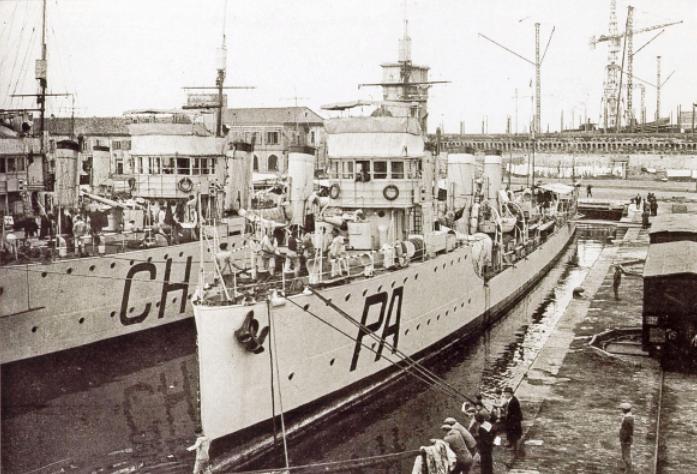 La guerre sous-marine et de surface 1939 - 1945 - Page 10 Papa210