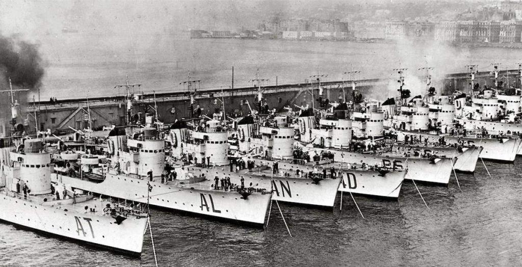 La guerre sous-marine et de surface 1939 - 1945 - Page 64 Spica-10