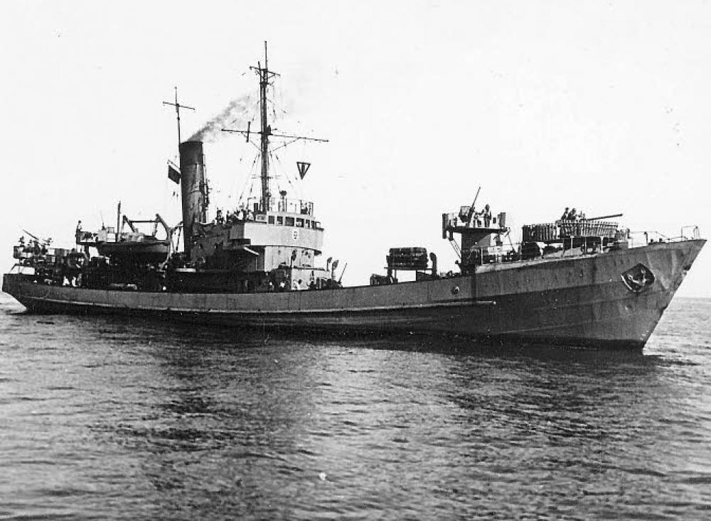 La guerre sous-marine et de surface 1939 - 1945 - Page 27 Uj_ant10