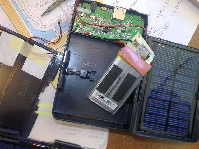 Продаётся универсальный внешний Li-ion аккумулятор с складными солнечными панелями Хpal рower sp2000 24032010