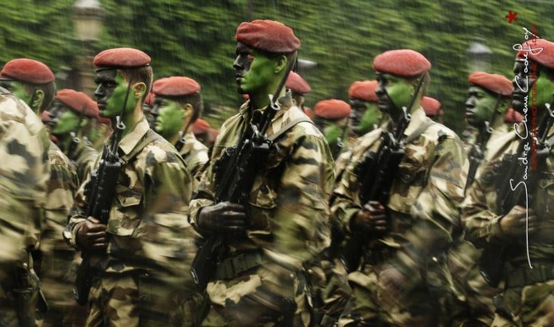 14 juillet 2009, le 13e Dragons Parachutistes sous la pluie  13e_rd10