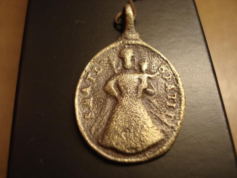 Médaille Vierge à l'Enfant - XVIIème  Dsc00310