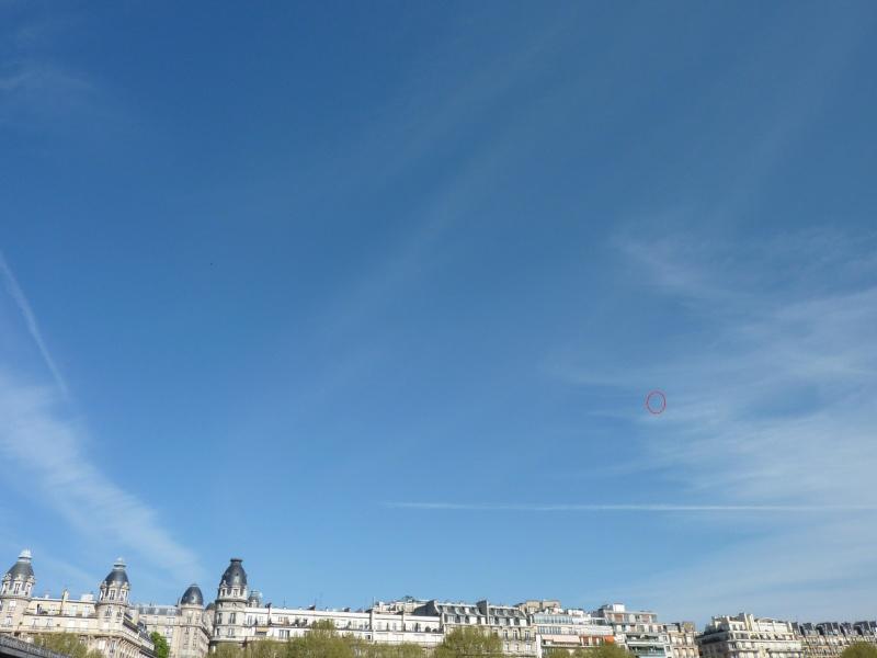 2011: Paris le 10 avril vers 10:30 Des OVNIS s'invitent au Marathon - Page 2 Paris_10