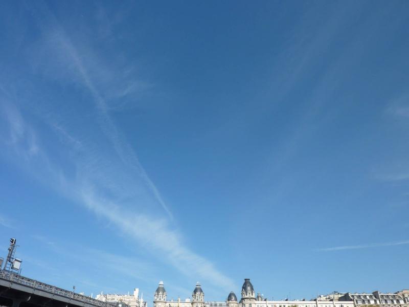 2011: Paris le 10 avril vers 10:30 Des OVNIS s'invitent au Marathon Paris_16