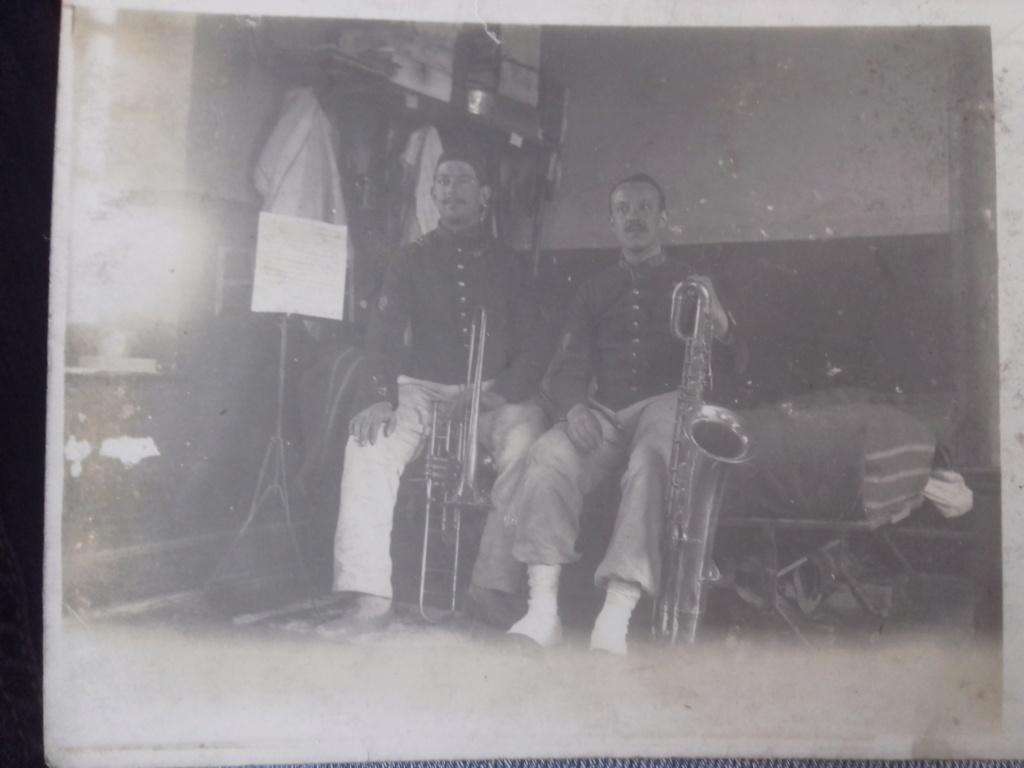 Les instruments de musique : caisses - tambours - clairons - trompettes  - Page 3 20200345