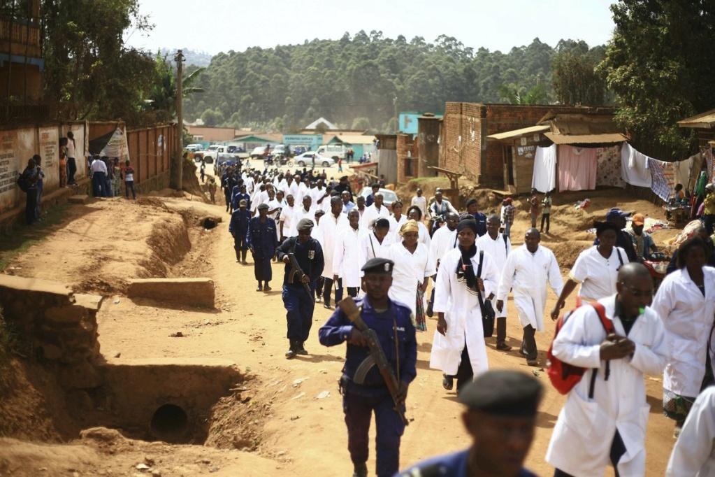 Virus Ébola, miles de personas muertas en África: Guinea, Liberia, Sierra Leona, Nigeria, Mali, República Democrática del Congo... - Página 4 47877310
