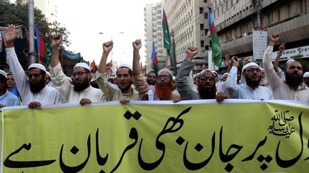 Pakistán. Situación, conflictos. El nuevo gobierno islamista reimplanta la pena de muerte. - Página 4 Protes10