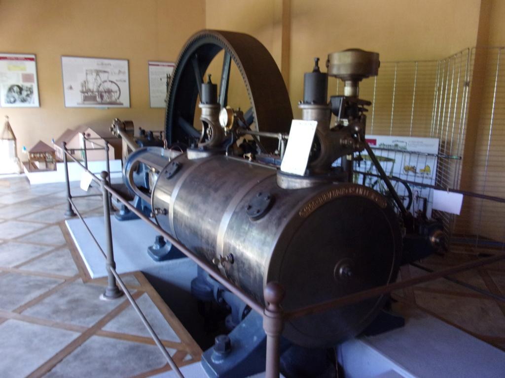 Moteur à vapeur exposé à Châtillon-Coligny 100_0510