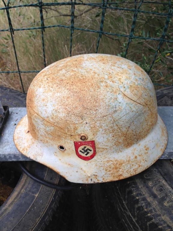 Demande d'identification casque allemands blanc  Img_2312