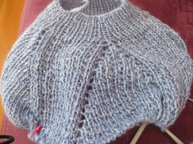 (tricot) pull Drops tricoté en une pièce de haut en bas Img_0815