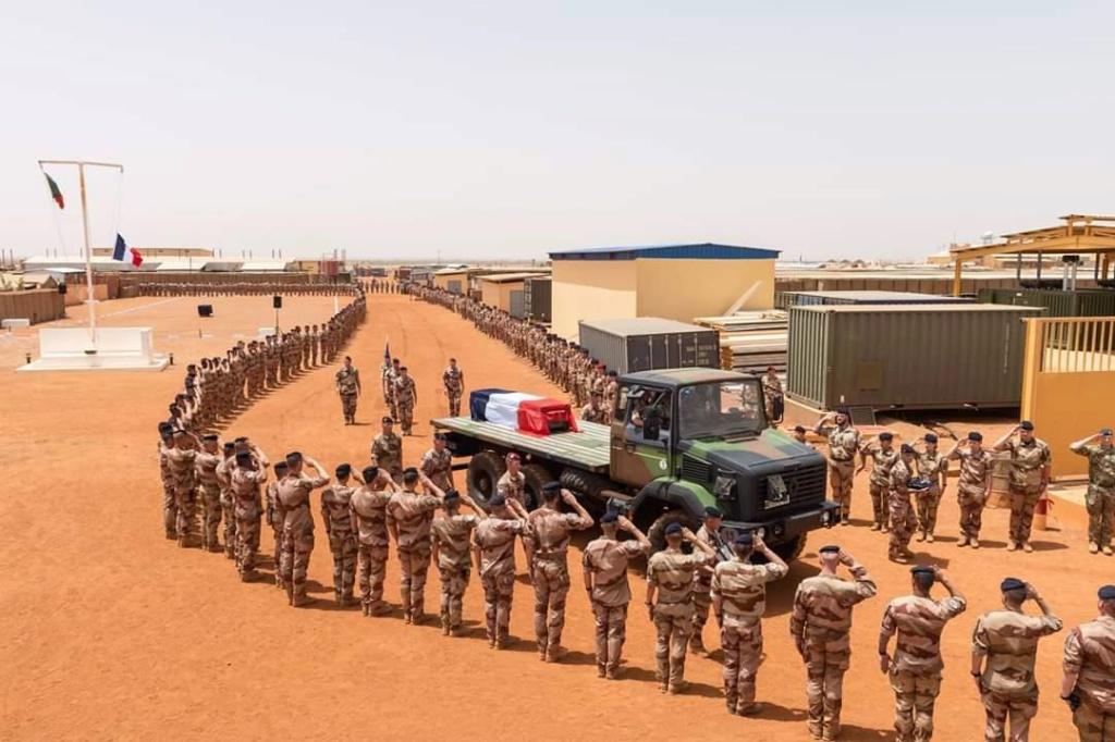 Hommage national en l'honneur du jeune Médecin des armées Marc Laycuras Mali_11