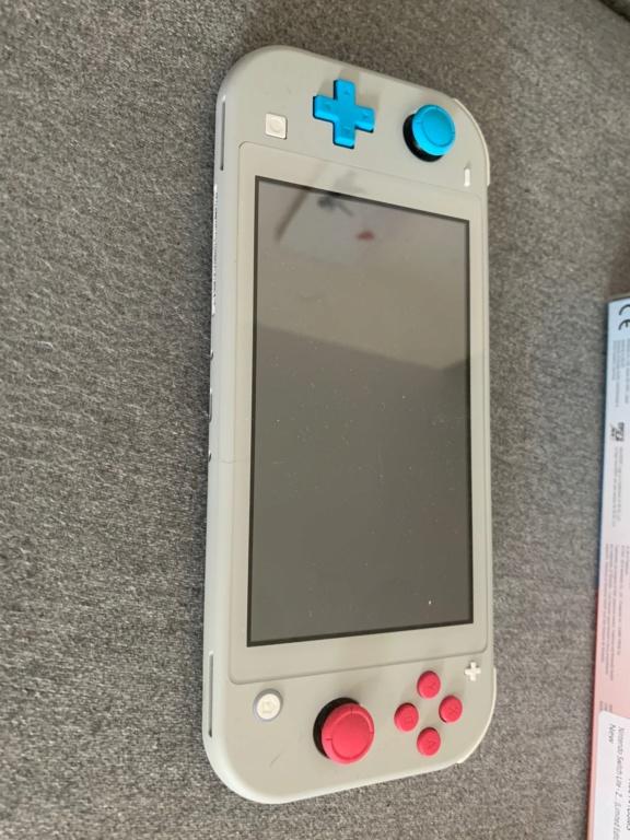 [VDS] Switch lite edition zacian & zamazenta neuve + 4 jeux et carte mémoire 86a43210