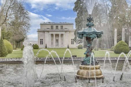 A vendre: le Pavillon de Musique de la comtesse du Barry W453-410