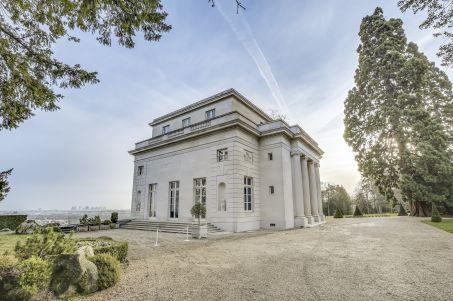 A vendre: le Pavillon de Musique de la comtesse du Barry W453-411