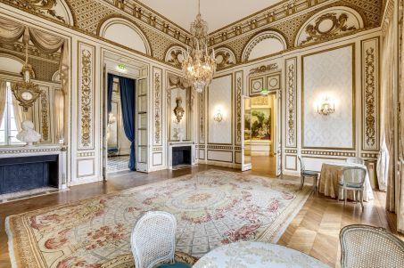 A vendre: le Pavillon de Musique de la comtesse du Barry W453-412