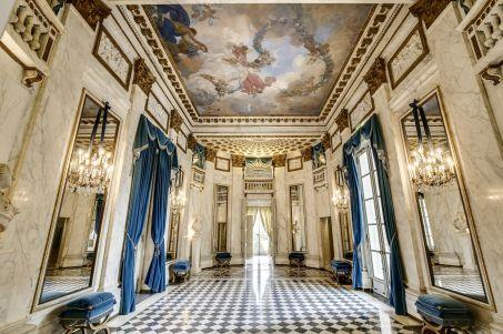 A vendre: le Pavillon de Musique de la comtesse du Barry W453-413