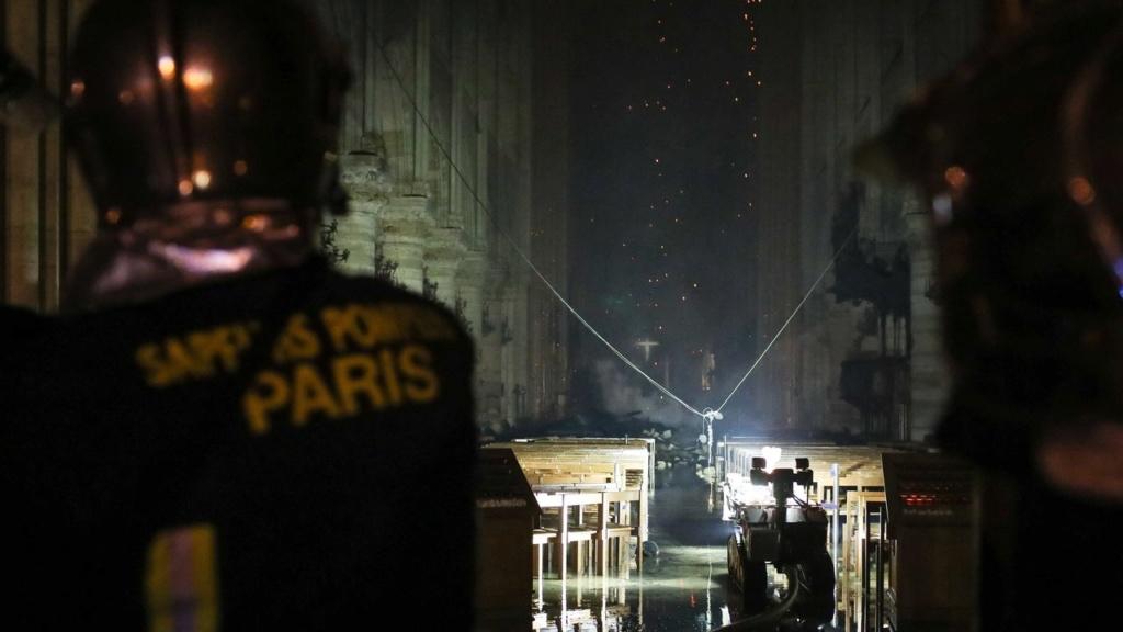 Terrible incendie de Notre Dame de Paris le 15 Avril 2019 au soir Zducre18