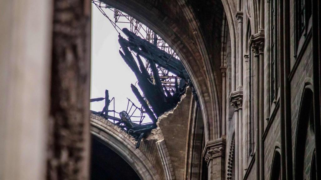 Terrible incendie de Notre Dame de Paris le 15 Avril 2019 au soir Zducre20