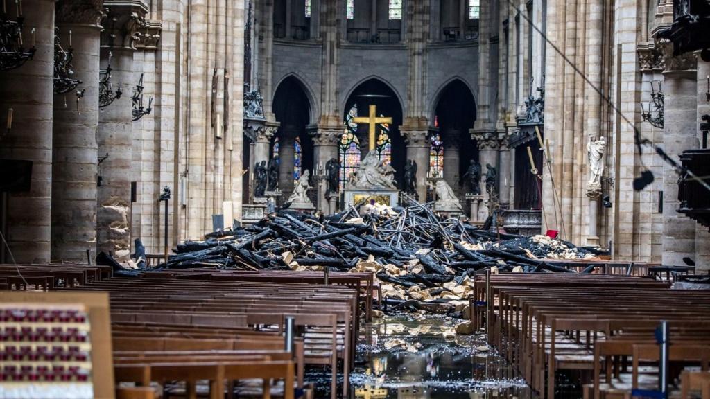 Terrible incendie de Notre Dame de Paris le 15 Avril 2019 au soir Zducre21