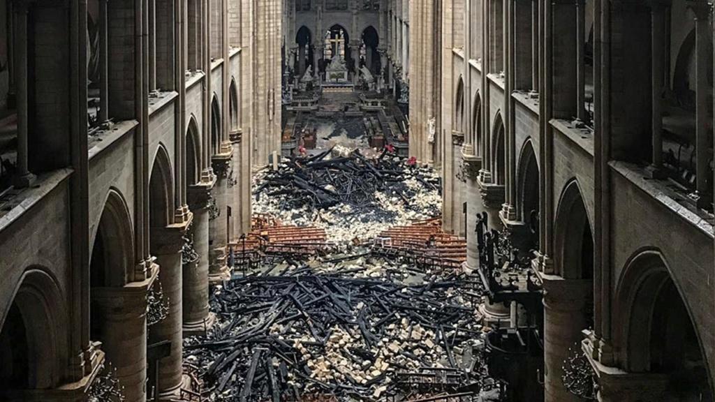 Terrible incendie de Notre Dame de Paris le 15 Avril 2019 au soir Zducre23