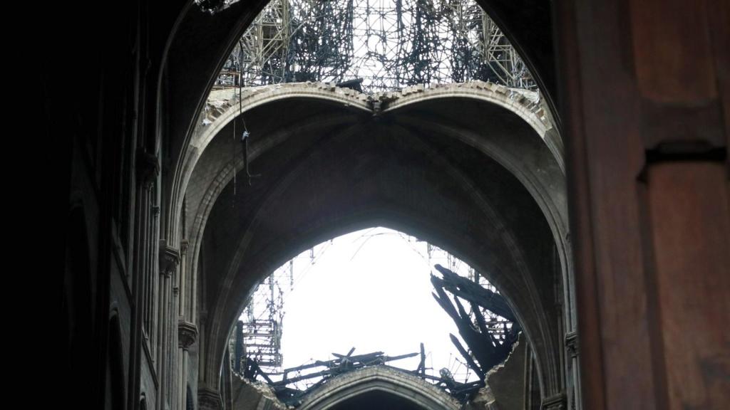 Terrible incendie de Notre Dame de Paris le 15 Avril 2019 au soir Zducre24
