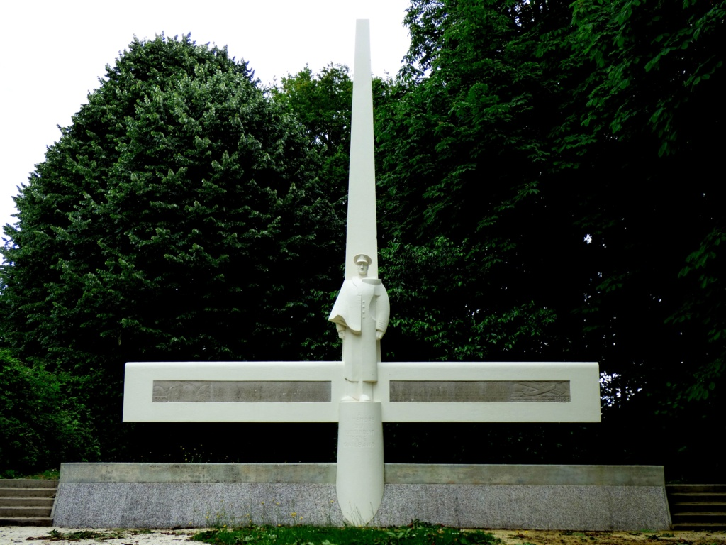 [ Histoires et histoire ] Monuments aux morts originaux Français Tome 2 - Page 13 Moucha11
