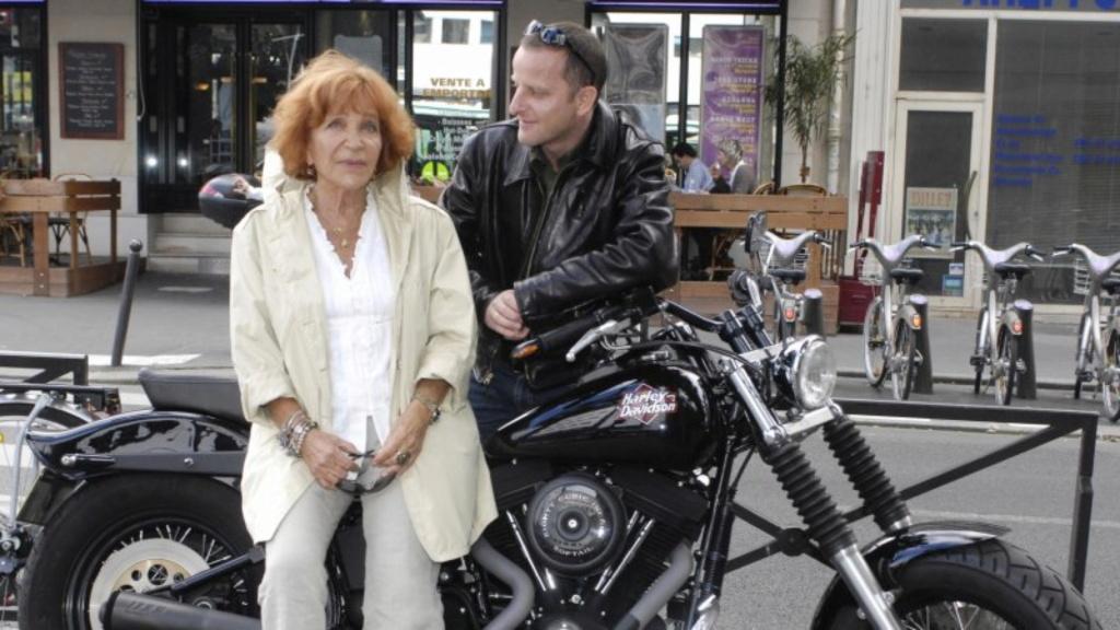 Ils ont posé avec une Harley, uniquement les People - Page 39 Hd_peo10