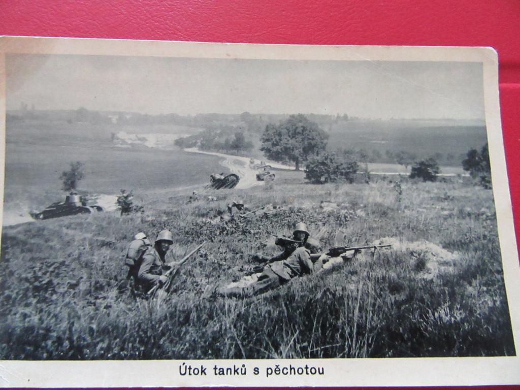 PHOTOS , CPA  tank RENAULT FT 17 en tchequoslovaqie et militaires Img_6011