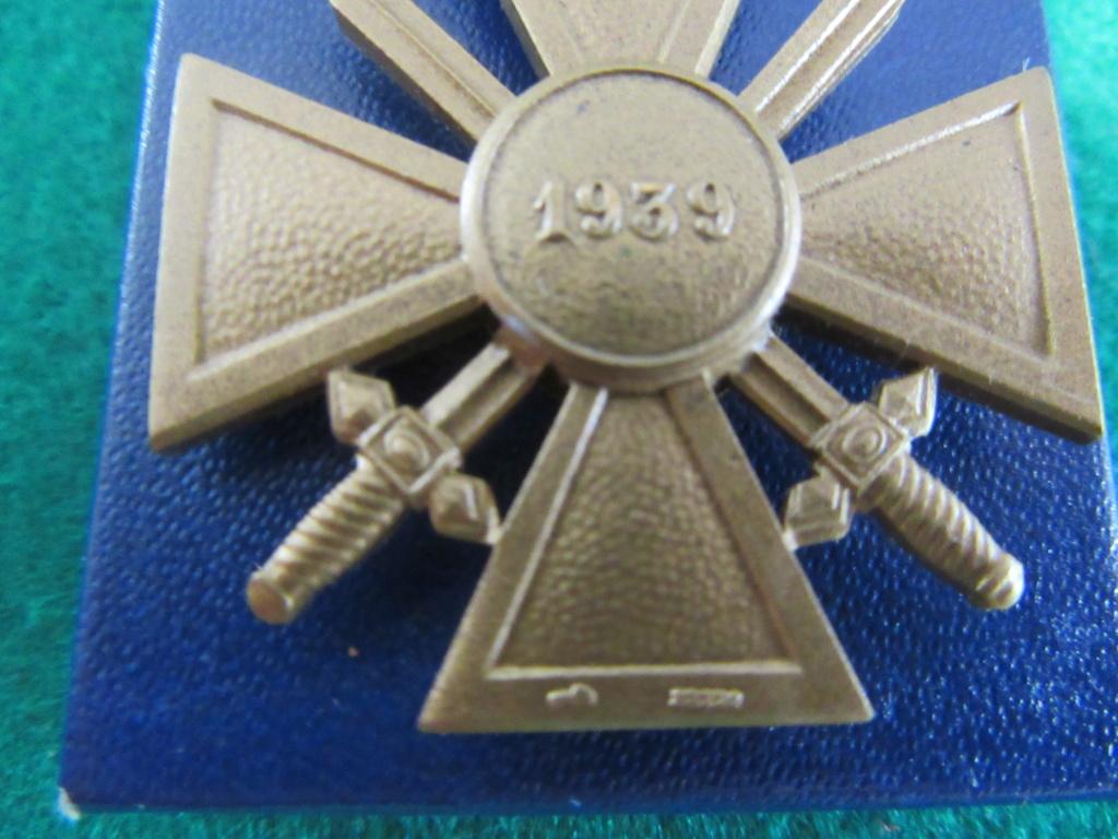 CROIX DE GUERRE 1939 avec marquages? demande identification . Img_8331