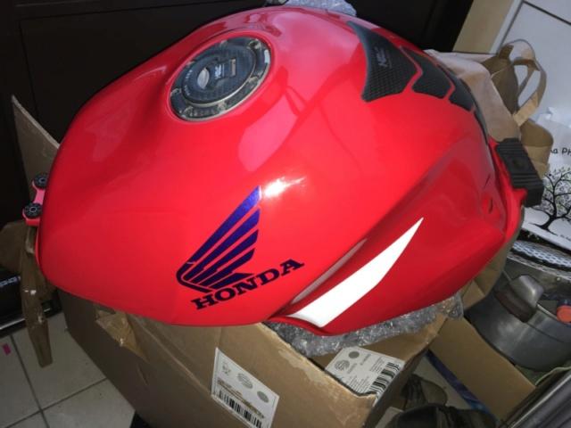 Réservoir rouge origine CBR 929 année 2000 100euros vendu 0623ef12