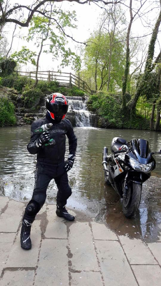Question : Look Urbain ou look Cosmonaute pour ceux qui roulent à moto sur route? Ef1d2b10