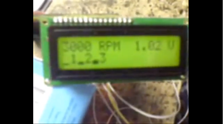 Un tachomètre (Obrotomierz) numérique Affich10